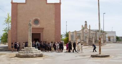Bryllup foran kirken i Lykke på italiensk