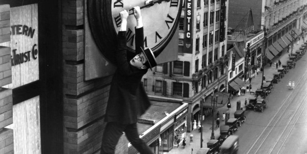 HLE102635-Safety-Last-1923-dangling-from-clock-2