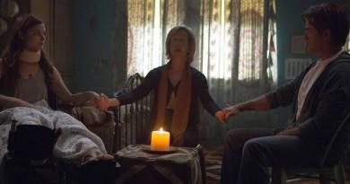 Stefanie Scott, Lin Shaye og Dermot Mulrony i Insidious 3