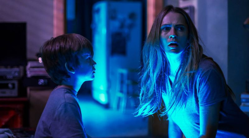 Gabriel Bateman og Teresa Palmer i Lights Out
