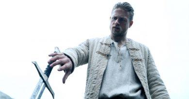Charlie Hunnam i King Arthur- Legend Of The Sword