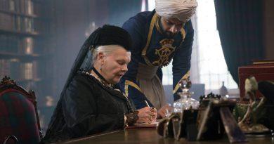 Judi Dench og Ali Fazal i Victoria and Abdul